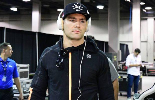 Weidman-reproducao-facebook-UFC-620x402.
