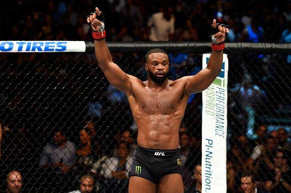 Woodley (foto) se revoltou com RDA (Foto: Reprodução/Twitter UFC Brasil)