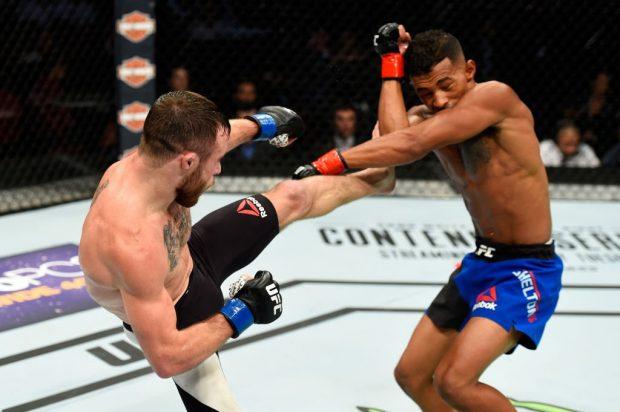 Brooks (esq) estreou com vitória sobre Shelton (dir) (Foto: Reprodução/Twitter UFC)