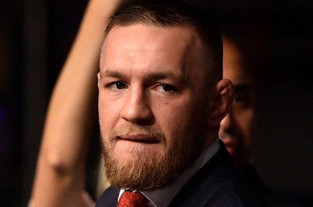 C. McGregor estava presente ao UFC Polônia (Foto: Reprodução Twitter UFC)