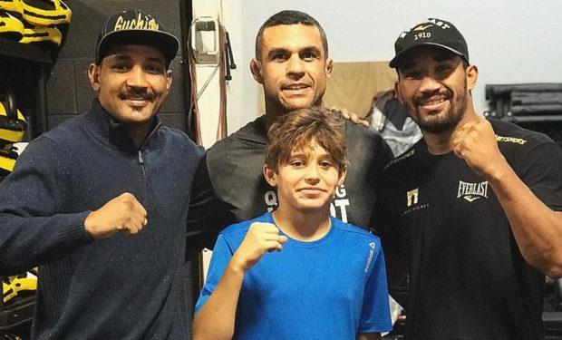 Belfort com o filho Davi e os irmãos Esquiva e Yamaguishi Falcão. Foto: Reprodução Instagram