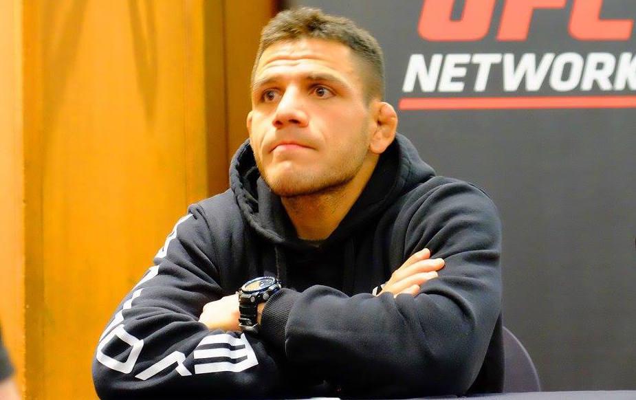 Dos Anjos se irrita com T. Woodley. Foto: Facebook / UFC