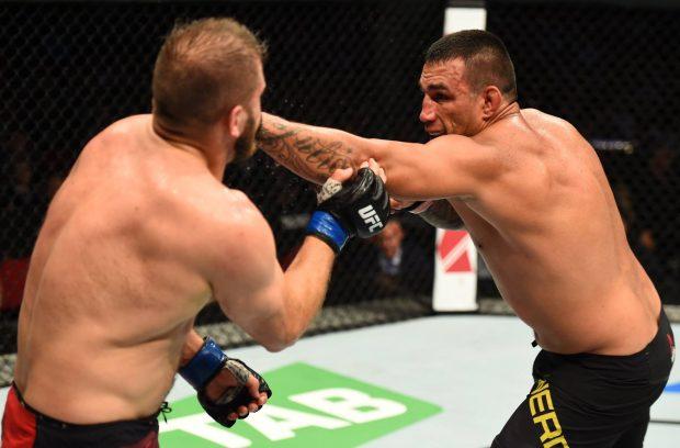 Werdum (dir.) vence Tybura (esq.) no UFC Austrália. Foto: Reprodução / Facebook UFC