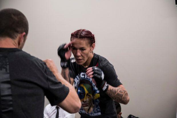 C. Cyborg (foto) falou nos bastidores do UFC 219 (Foto: Reprodução Facebook ufc)