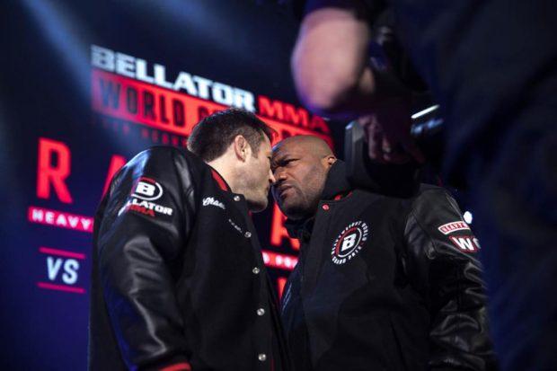 Sonnen (esq) levou a melhor sobre Rampage (dir) (Foto: Reprodução Facebook Bellator MMA)
