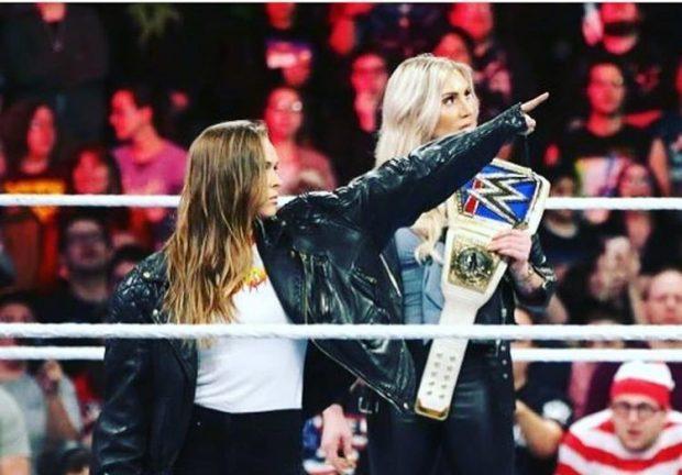 R. Rousey provoca C. Flair no WWE (Foto: Reprodução Instagram rondarousey)