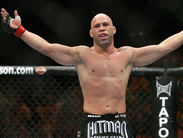 Wanderlei Silva encara Brian Stann na luta principal do UFC Japão 2013. Foto: Josh Hedges/UFC