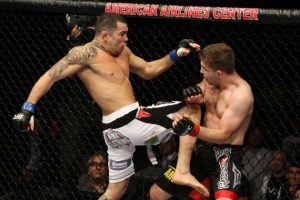 Rafaello Trator (esq.) substitui J. Makdessi contra E. Barboza no UFC 162. Foto: Josh Hedges