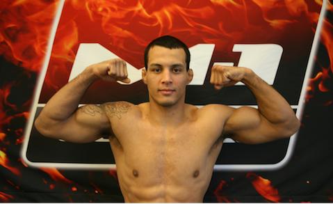 Vinny Magalhães (foto) confia no seu jogo de chão contra Phil Davis. Foto: M1/Divulgação
