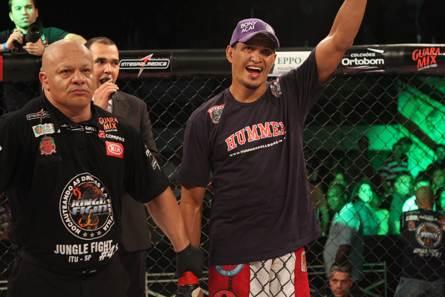 Ildemar Marajó tenta a terceira vitória no UFC contra o ex-TUF 16 Igor Araujo