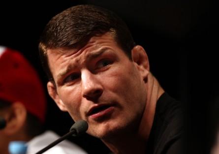 M. Bisping (foto) finalmente rebateu as provocações de T. Kennedy. Foto: Josh Hedges/UFC