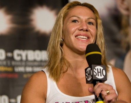 Cyborg vai estrear contra brasileira Ediane Santos no Invicta FC. Foto:  Esther Lin / STRIKEFORCE