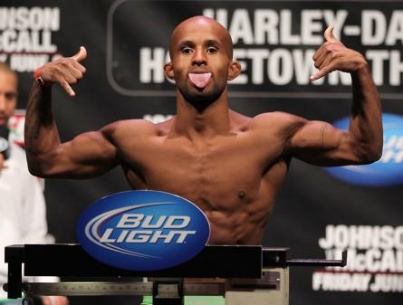 O campeão dos moscas D. Johnson tenta defender o cinturão pela segunda vez. Foto: Josh Hedges/UFC