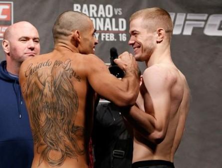 Barão (esq.) defende cinturão interino contra McDonald (dir.) neste sábado. Foto: Josh Hedges/UFC