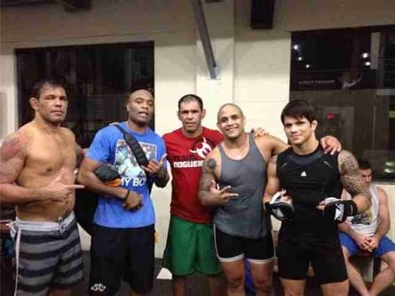 Minotauro, Anderson, Minotouro, Feijão e Erick em treino na Team Nogueira.