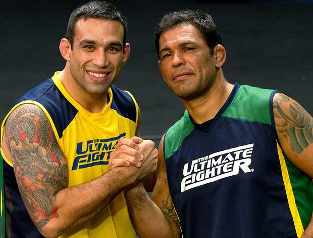 Werdum (esq) mandou sua homenagem a Minotauro (dir). Foto: UFC/Divulgação