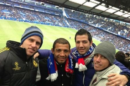 Aldo assiste jogo do Chelsea com amigos. Foto: Divulgação/Twitter