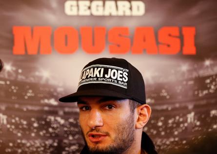 G. Mousasi (foto) faz  a luta principal do UFC Jaraguá contra L. Machida. Foto: Josh Hedges/UFC