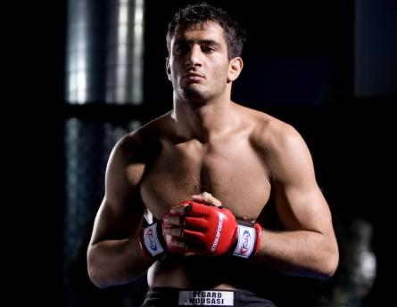G. Mousasi (foto) ainda quer enfrentar V. Belfort em seu próximo compromisso no UFC. Foto: Strikeforce/Divulgação