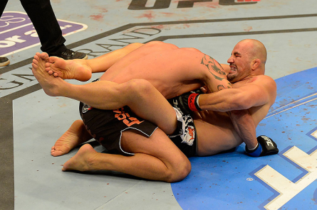 G. Teixeira (dir.) finaliza Te Huna no UFC 160. Foto: Josh Hedges/UFC