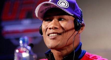 Ronaldo Jacaré deve enfrentar Yushin Okami no próximo combate no UFC