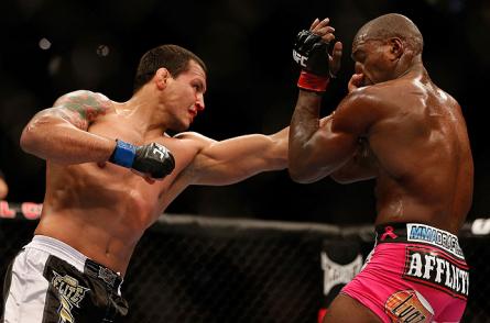 Pezão (dir.) precisa se recuperar da derrota para Phil Davis contra A. Perosh. Foto: Josh Hedges/UFC