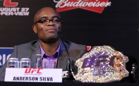 A. Silva (foto) assinou recentemente um longo vínculo com o Ultimate. Foto: Josh Hedges/UFC