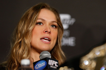 R. Rousey (foto) foi relegada à luta coprincipal do UFC 168, mas sentiu-se aliviada pela mudança. Foto: Josh Hedges/UFC