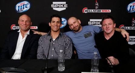 Os técnicos do Fight Master (da esquerda para a direita): Couture, Shamrock, Jackson e Warren. Foto: Esther Lin, MMA Fighting