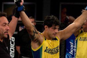 Médico diz que Viscardi mentiu sobre ter lutado no TUF Brasil 2 com a mão quebrada