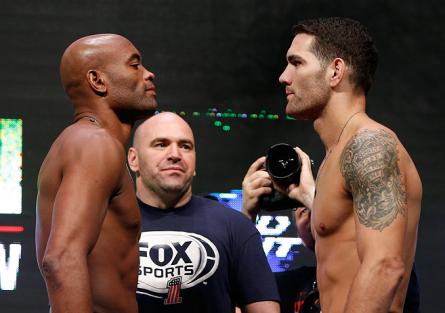 A. Silva (esq.) vs C. Weidman (dir.) já é uma das revanches mais aguardadas do UFC. Foto: Josh Hedges/UFC