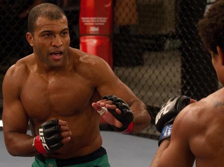 C. Foguete (foto) faz contra Felipe a luta principal do WOCS 28. Foto: Luiz Pires Dias/UFC