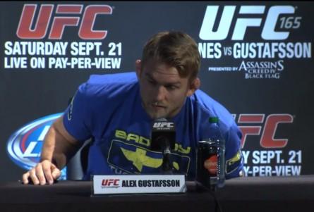 A. Gustafsson (foto) disputa o cinturão dos meio-pesados em setembro. Foto: YouTube/Reprodução