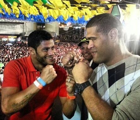 Hulk (esq.) e A.Pezão (dir.) em encarada nada tensa. Foto: Instagram/Reprodução