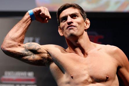P.Thiago (foto) vai lutar novamente em um evento do UFC no Brasil. Foto: Josh Hedges/UFC