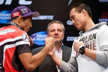 J.Aldo (esq.) e o Zumbi Coreano (dir.), além de outros selecionados aleatoriamente, foram aprovados no antidoping do UFC 163. Foto: Josh Hedges/UFC