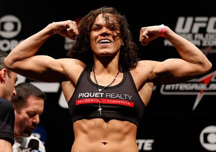 A. Nunes (foto) foi a primeira mulher brasileira a conquistar uma vitória no UFC. Foto: Josh Hedges/UFC