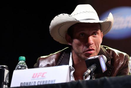 D.Cerrone (foto) é atualmente o sexto colocado no ranking dos pesos leves. Foto: Josh Hedges/UFC