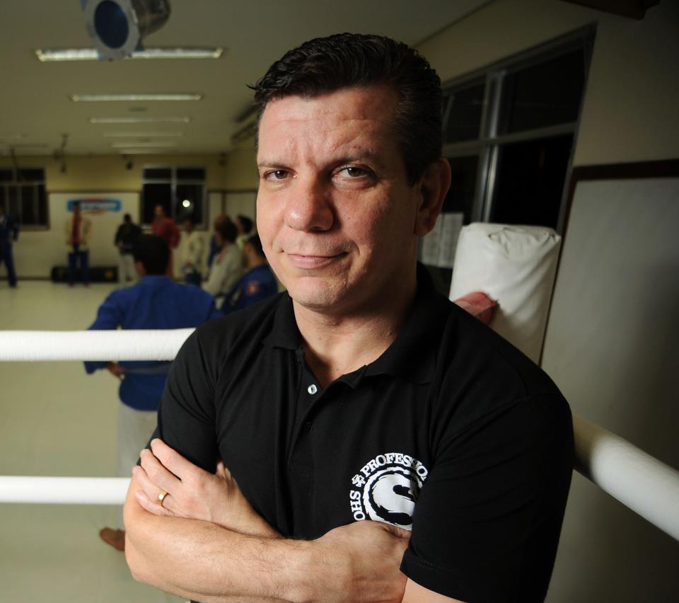 Dedé Pederneiras (foto) quer esperar luta contra Lamas para pensar em mudança de divisão para Aldo. Foto: Reprodução/Facebook