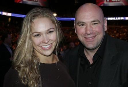 Dana White (dir) descarta aposentadoria de R. Rousey (esq.) em 2015. Foto: Divulgação/UFC