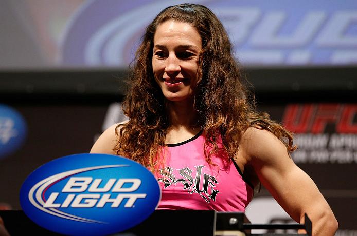 S.McMann (foto) foi derrotada por Ronda em fevereiro. Foto: Josh Hedges/UFC
