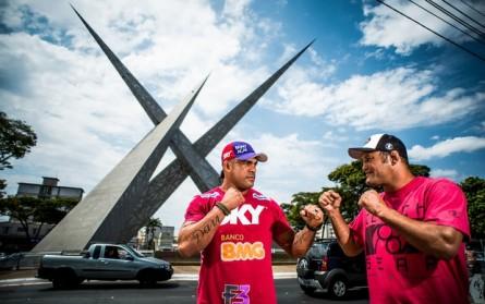 Belfort (esq.) encara Hendo (dir.) na luta principal do UFC Goiânia