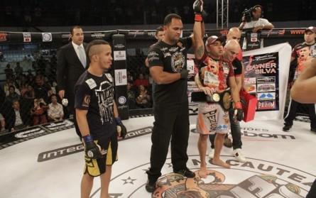 Rayner Silva unifica cinturao do Jungle Fight nos moscas. Foto: Divulgação / Jungle Fight