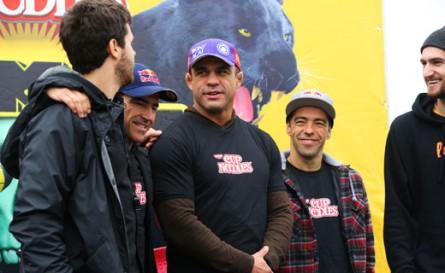 V. Belfort (centro) ao lado de Sandro Dias (dir.) no novo programa da MTV