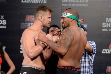 F.Maldonado (esq.) na encarada com J.Beltran (dir.). Foto: Joff Bottari/UFC