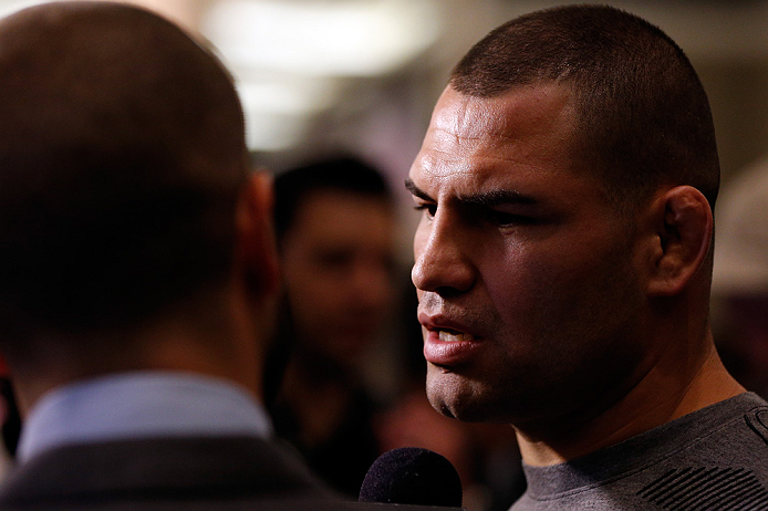 C. Velasquez (foto) espera retornar ao UFC até março. Foto: Josh Hedges/UFC