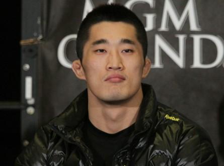 D.H.Kim (foto) abandonou a modéstia ao falar de sua habilidade como wrestler. Foto: Josh Hedges/UFC