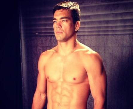 L. Machida em sessão de fotos para o UFC Fight Night 30. Foto: Instagram/Reprodução