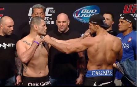 C. Velasquez (esq.) encara J. Cigano na pesagem do UFC 166. Foto: Reprodução