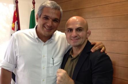 Wallid Ismail (dir.) ao lado do secretário de esportes de SP. Foto: Divulgação